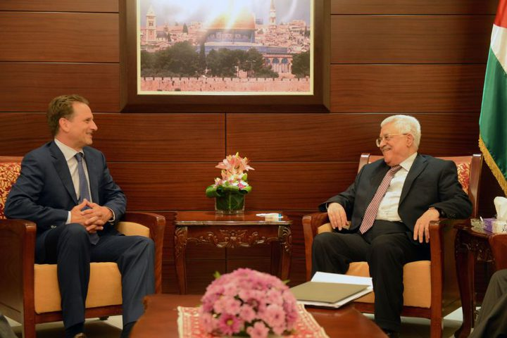 """الرئيس عباس يستقبل """"كرينبول"""""""