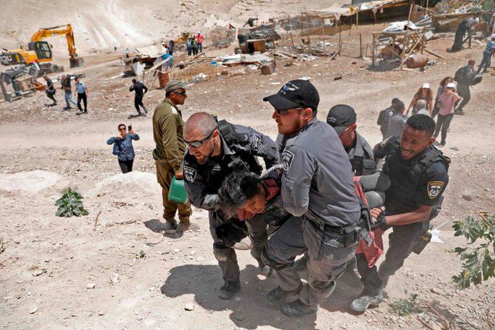 الاحتلال يحاصر المتضامنين في قرية الخان الأحمر