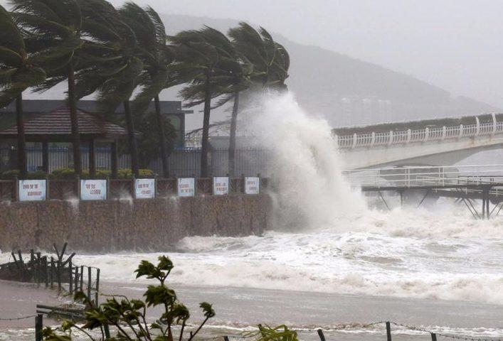 إعصار مانكوت المدمر يضرب الصين