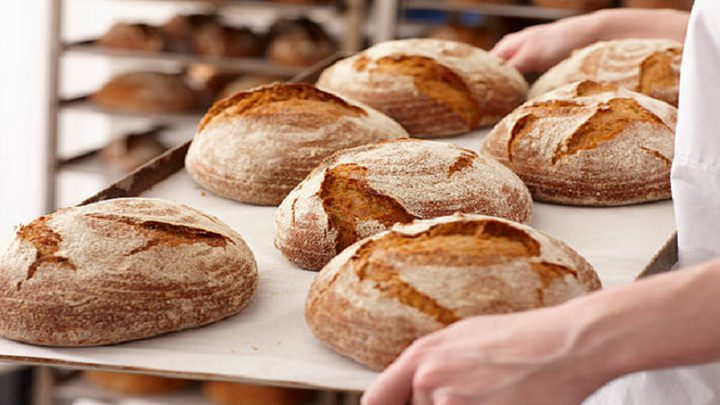 ما علاقة تناول الخبز بالاكتئاب؟