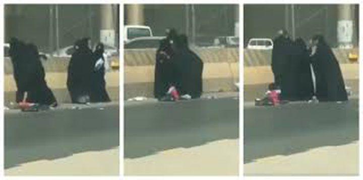 معركة شرسة بين متسولات في السعودية (فيديو)