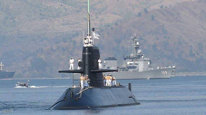 غواصة يابانية تناور في بحر الصين الجنوبي