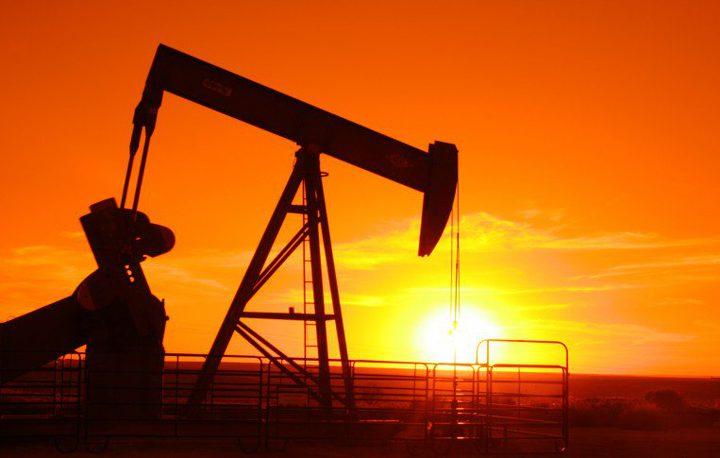 أسعار النفط تواصل انخفاضها في آسيا