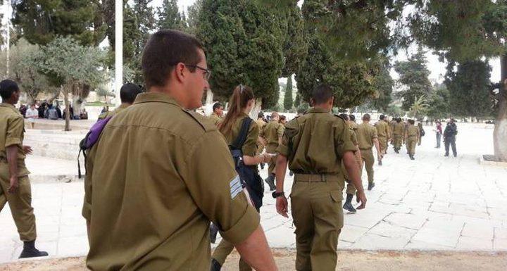 الاحتلال يبعد ناشطاً عن الأقصى ويحقق مع صحافية