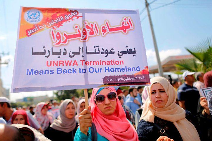 الموظفون الفلسطينيون التابعون لوكالة الأمم المتحدة لإغاثة وتشغيل اللاجئين (الأونروا) يشاركون خلال احتجاج على خفض الوظائف من قبل الأونروا ، في مدينة غزة ، في 19 سبتمبر 2018.