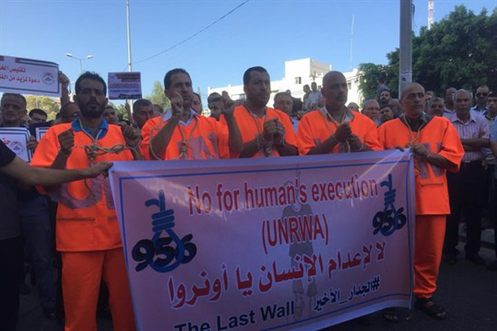 اضراب شامل الاثنين .. الموظفون: اعدام مباشر