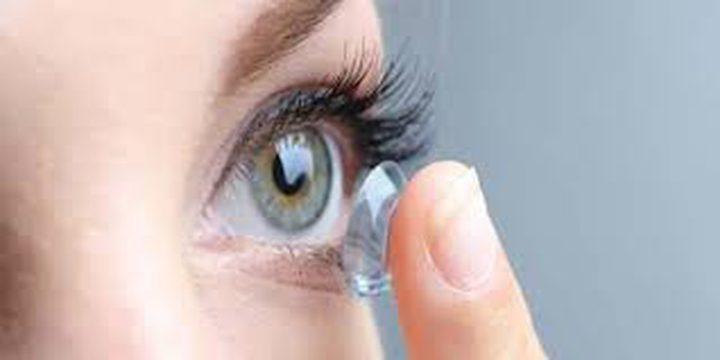 وضع العدسات اللاصقة لفترات طويلة يدمر صحة العين