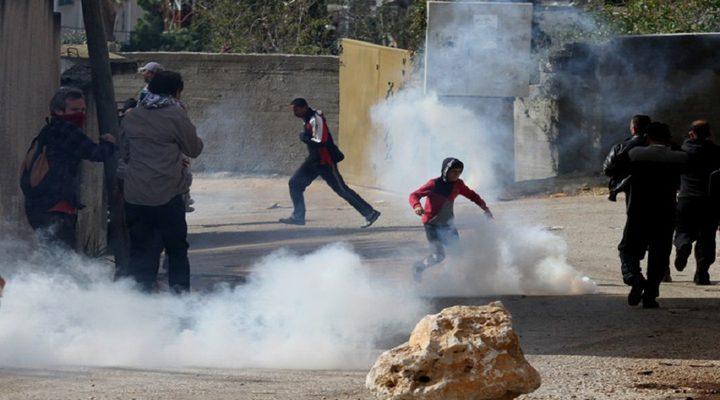 حالات اختناق بالغاز خلال مواجهات مع الاحتلال