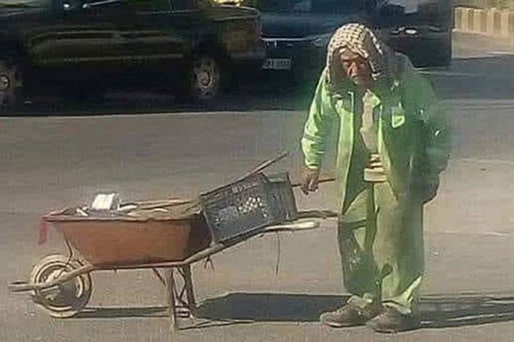 عامل نظافة أردني يحال للتقاعد بعد انتشار صوره