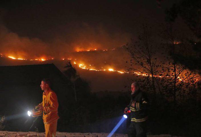 عشر حرائق بمستوطنات غلاف غزة بفعل بالونات حارقة