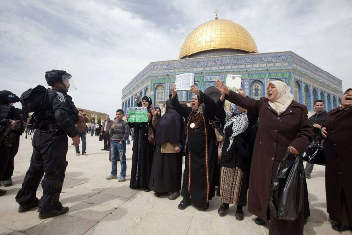 الاحتلال يبعد 4 مقدسيين عن المسجد الأقصى