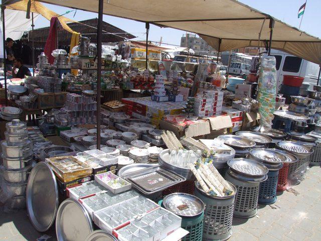 سوق الأحد الشعبي مزارا للكادحين ورزقاً للتجار