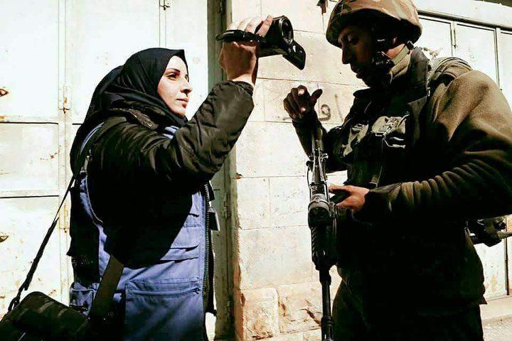 الاحتلال يعتقل ناشطة حقوقية في الخليل