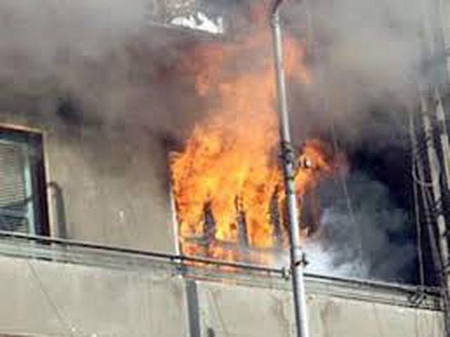إندلاع حريق داخل مبنى سكني في مدينة عراد