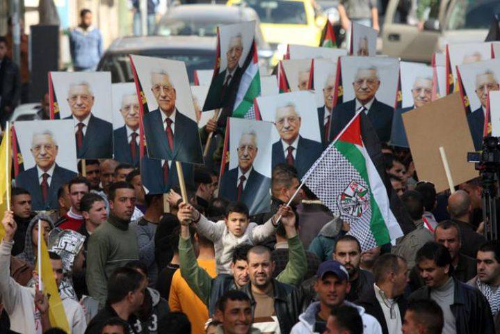 الآلاف يشاركون في وقفة دعم للرئيس عباس في نابلس