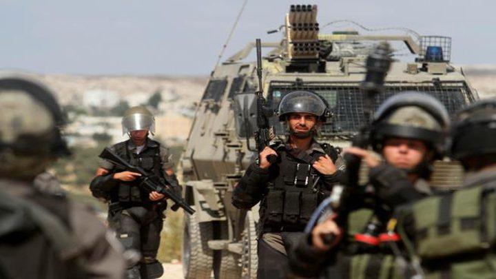 إصابات بالاختناق وتفتيش منازل في يطا