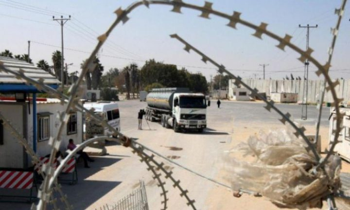 الاحتلال يغلق معابر غزة والضفة