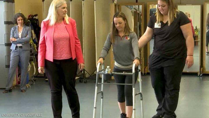 """تقنية جديدة تقرب """"حلم المشي"""" من المصابين بالشلل"""