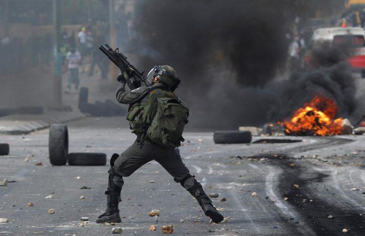 الاحتلال يصيب فتى بالرصاص الحي
