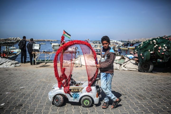 عربة الفتى أحمد تتحول من هدية لمصدر رزق لأهله