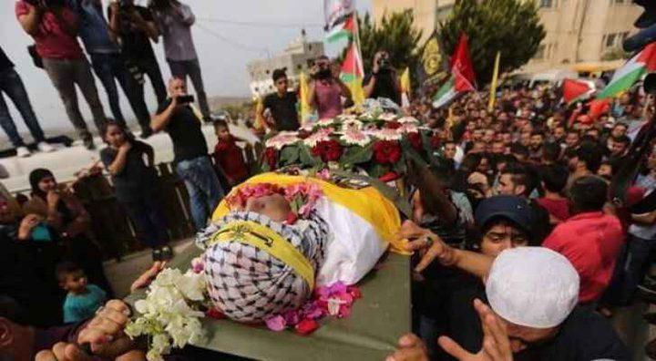 الالاف يشيعون جثمان الشهيد الريماوي لمثواه الأخير