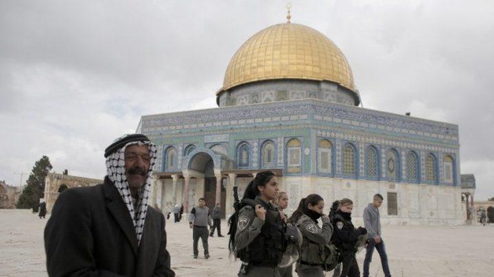 الاحتلال يبعد ناشطا مقدسيا عن الأقصى لأسبوعين