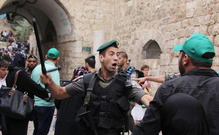 الاحتلال يقرر إبعاد حارس عن المسجد الأقصى