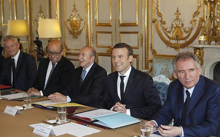 اسرائيل تقنع فرنسا بتجميد حسابات للحكومة الإيرانية