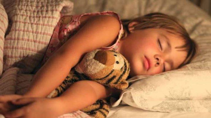علاقة النوم بصحة الأطفال المعوية؟
