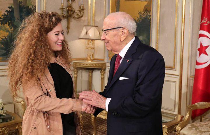 الرئيس التونسي يستقبل الأسيرة المحررة عهد التميمي