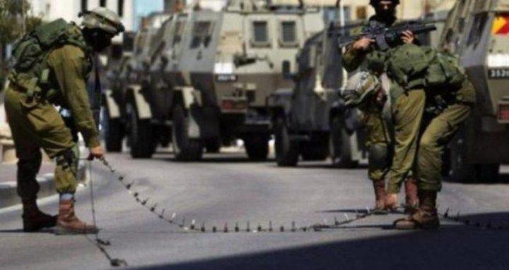الاحتلال ينصب حاجزا عسكريا على مدخل عزون الشرقي