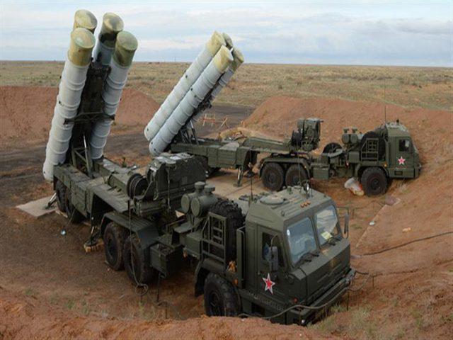 """شاهد لحظة وصول منظومات """"إس-300"""" إلى سوريا"""