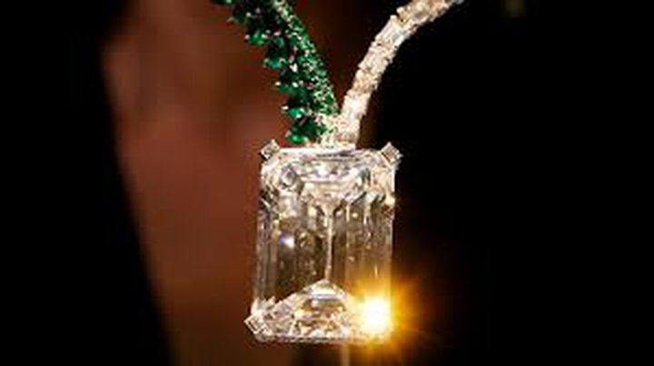 """""""امرأة غامضة"""" تشتري مجوهرات بـمبالغ خيالية يوميا!"""