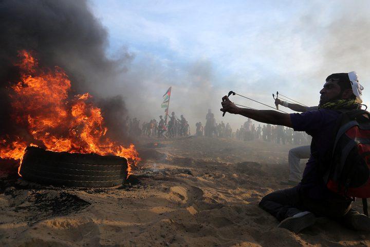 خلال المواجهات بين قوات الاحتلال والشبان في جمعة الثبات والصمود ضمن مسيرات العودة وكسر الحصار  على الحدود بين إسرائيل وغزة ، في خان يونس جنوب قطاع غزة.