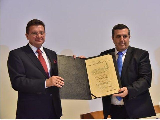 سلمان يمنح ممثل بولندا السابق  شهادة مواطنة فخرية