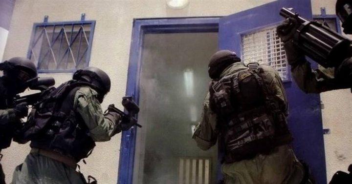 """الإحتلال يزعُم احباط تهريب هواتف نقالة لسجن """"نفحة"""""""