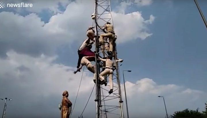 هندية تسقط من برج اتصالات أثناء إنقاذها