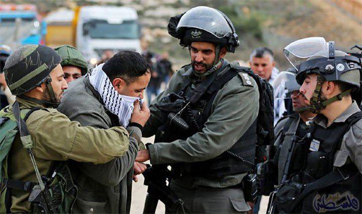 قوات الاحتلال تعتقل ثلاثة مواطنين من ضاحية شويكة
