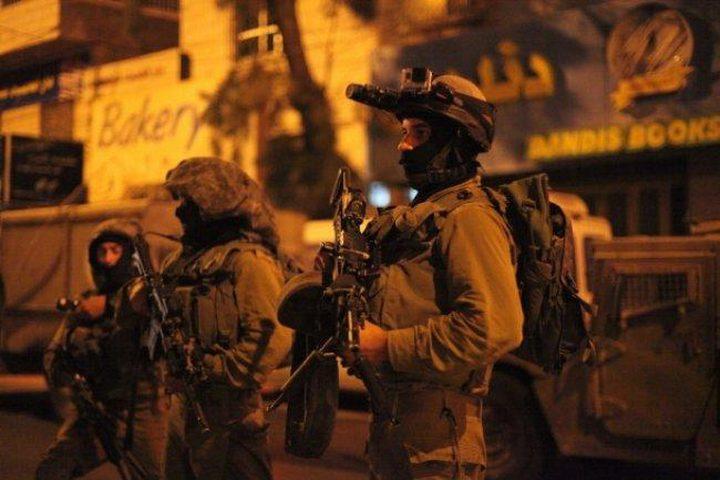 الاحتلال يعتقل 15 مواطناً