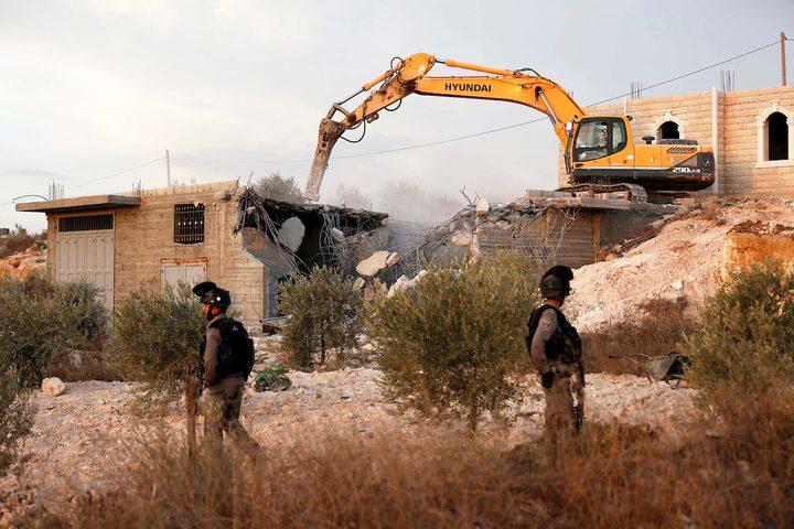 الاحتلال يهدم منزلا في يطا جنوب الخليل لعائلة مكونة من 22 فردا
