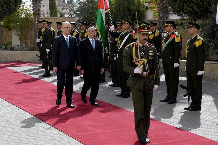 رئيس الوزراء د. رامي الحمد الله بحث مع نائب الرئيس الصيني تعزيز التعاون المشترك، ودعا الصين إلى دعم مبادرة الرئيس عباس للسلام.