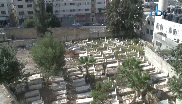 المقابر في مخيم العين تعاني من الاكتظاظ الشديد