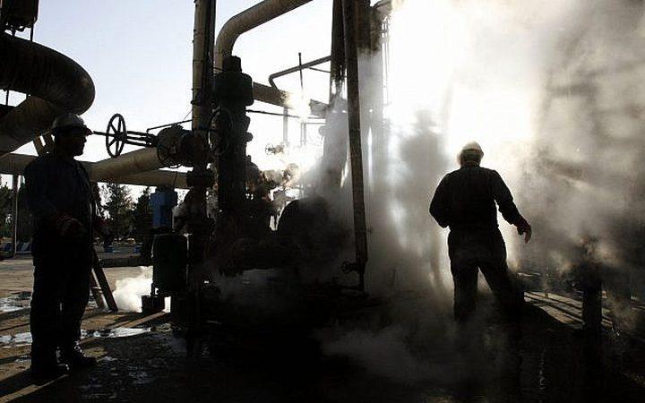إيران تستعد لعقوبات نفطية بعد انهيار العملة