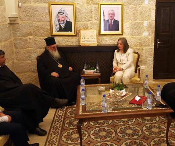 وزيرة السياحة تجتمع مع رجال الدين وروؤساء الكنائس