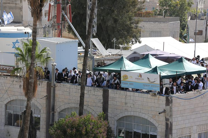 الاحتلال يغلق الحرم الابراهيمي, مع تواجد آلاف المستوطنين في ساحاته
