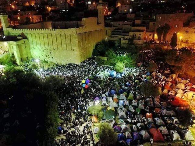 آلاف المستوطنين يستبيحون الحرم الابراهيمي