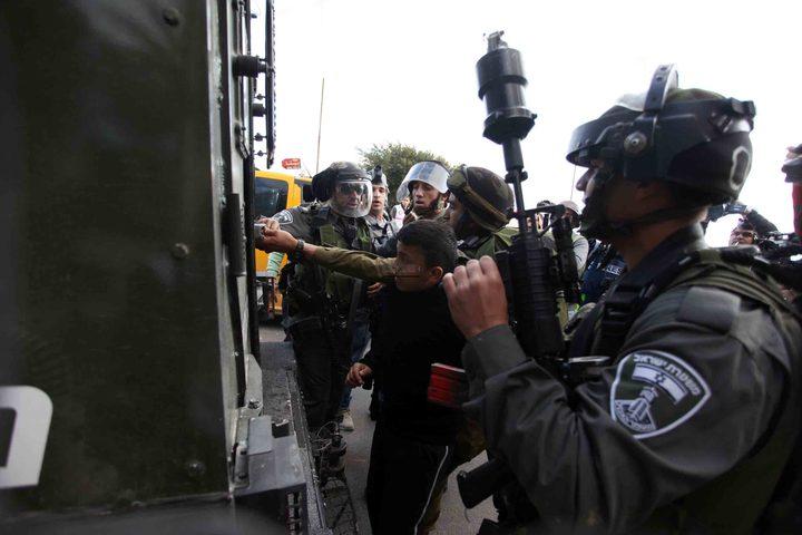 قوات الاحتلال تعتقل مواطناً من الخليل