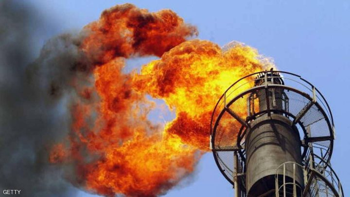 فيض المعروض النفطي يعترض موجة صعود الأسعار