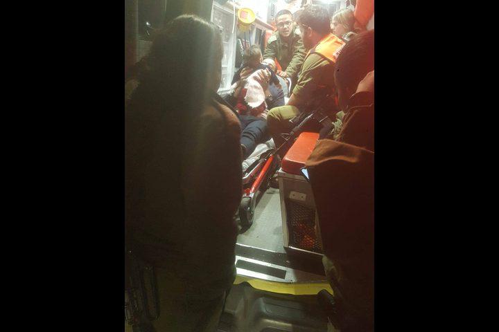 اصابة خلال استهداف المستوطنين لمركبة أسير محرر