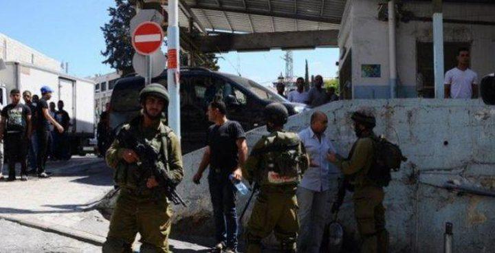 إصابة مواطن برصاص الاحتلال واعتقال نجله